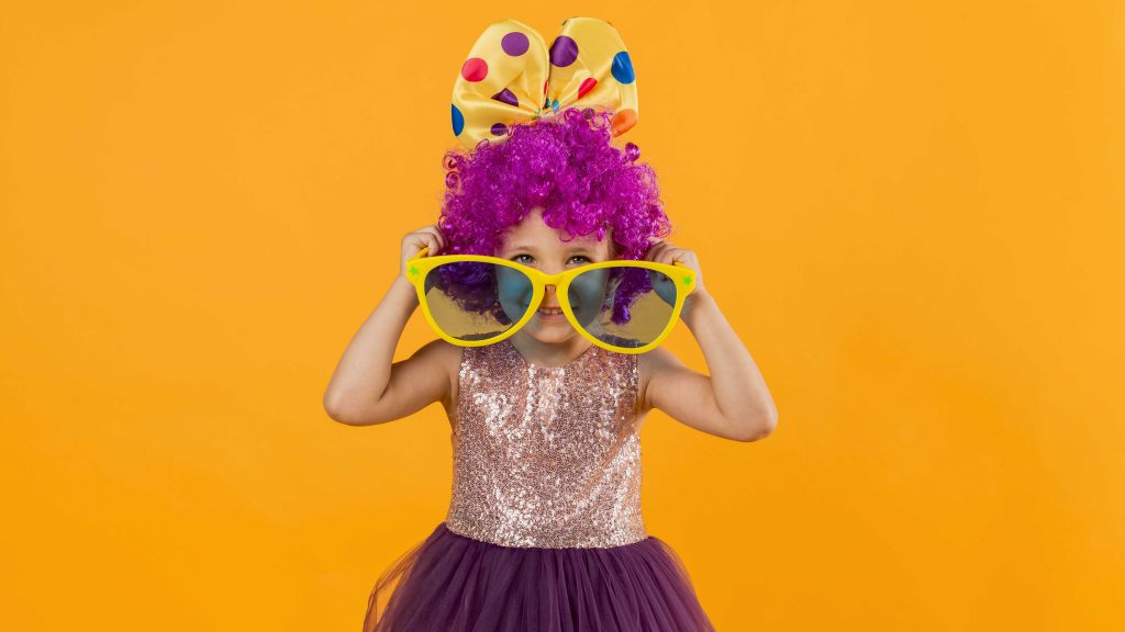 Dzięki przebraniom imprezy tematyczne dla dzieci to świetna zabawa